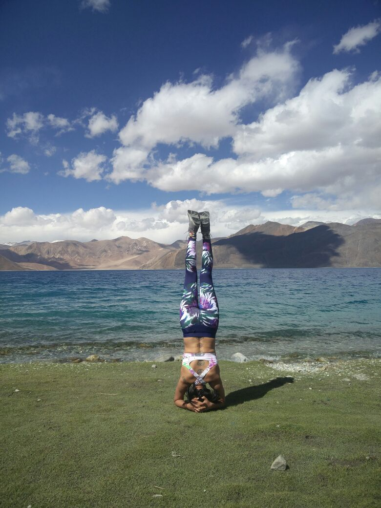 headstand, sirsasana, yoga, yoga pose, yoga teacher, total yoga teacher, total yoga, yog ain india, yoga ladakh, yoga sikkim, yoga darjeeling